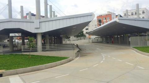 Alcalde de Bucaramanga visitó las instalaciones de Metrolínea y habló con los funcionarios