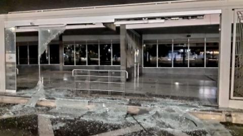 Responsables de actos vandálicos contra Metrolínea pagan por sus daños